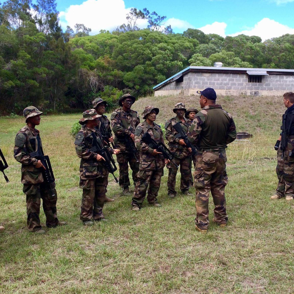 Des jeunes calédoniens en préparation militaire à la base aérienne de la Tontouta