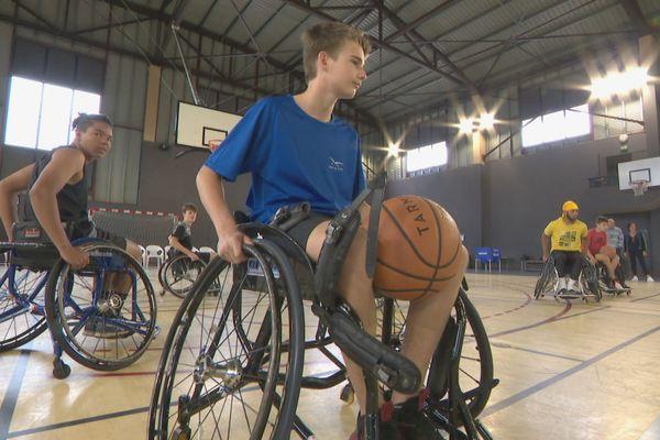 90 personnes sont venues s'essayer au handi-basket samedi à Dumbéa.