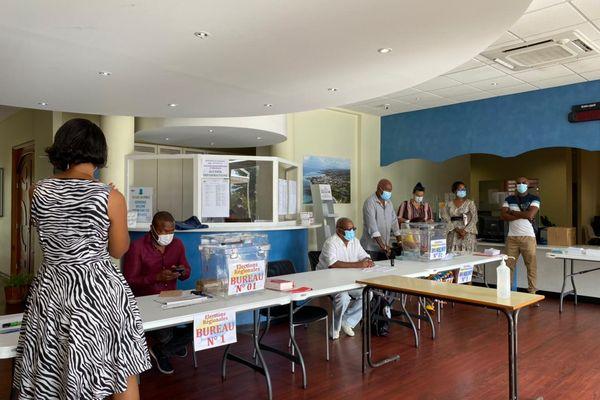 Bureau de vote à Sainte-Anne 20-06