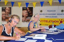Des bénévoles du Lions club prenant les appels locaux au 36 37, pour le Téléthon 2017.