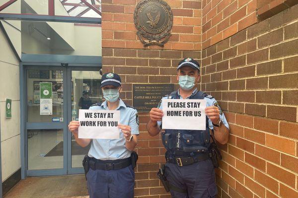 Covid-19, confinement : les policiers de NSW ont un message, post Facebook du 12 juillet. Australie