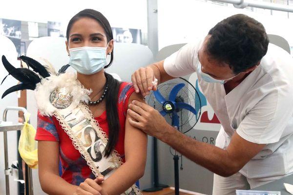 MISS TAHITI se fait vacciner