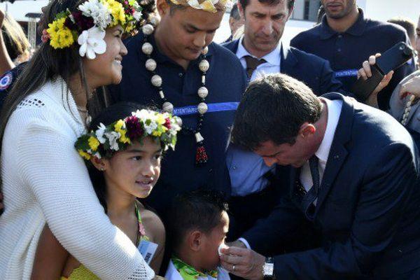 Devant de jeunes surveillants polynésiens, Manuels Valls annonce 33 nouvelles prisons dont certaines Outre-mer