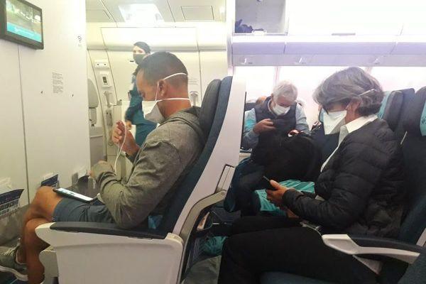 coronavirus : port du maque par les passagers et personnel d'air calédonie internationale