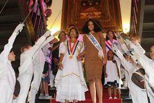 La haies d'honneur des jeunes épéistes de Guyane à la mairie de Cayenne