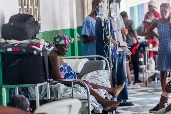 Les blessés affluent dans les hôpitaux haïtiens