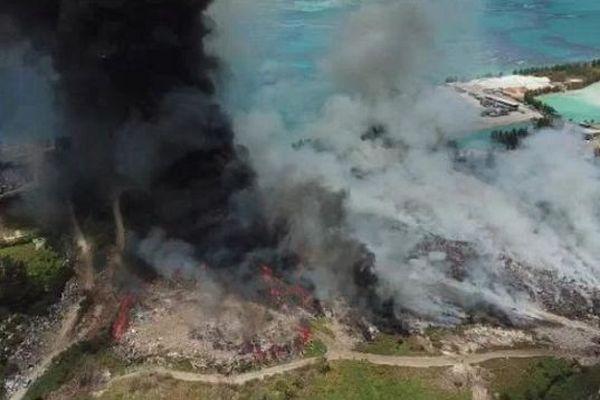 Le seul centre d'enfouissement de déchets de Mahé fait face à un incendie de grande ampleur depuis samedi.