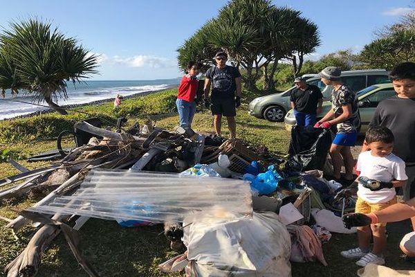 Grande opération de nettoyage sur le front de mer de Sainte-Anne