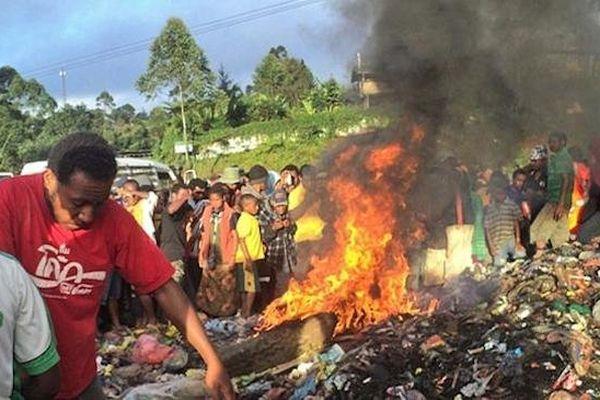 """Exécution d'une """"sorcière"""" en Papouasie-Nouvelle-Guinée"""