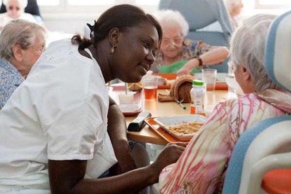 Les départements et régions d'outre-mer enregistrent les taux les plus élevés de personnes de plus de 60 ans en perte d'autonomie