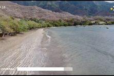 Ramassage de déchets sur deux plages de Nuku Hiva