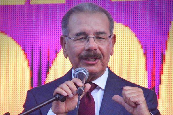 Danilo Medina réélu en République Dominicaine
