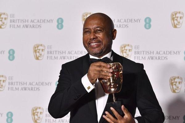 """En 2018, Raoul Peck reçoit le Bafta du meilleur documentaire pour son film """"I Am Not Your Negro"""", Londres."""