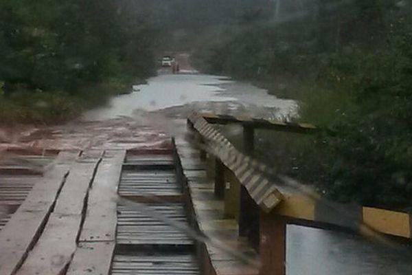 La rivière Cassiporé sur la route BR 156