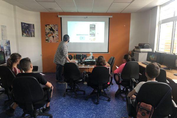 Atelier numérique à la médiathèque de Rivière-Salée avec Guillaume Hervouët