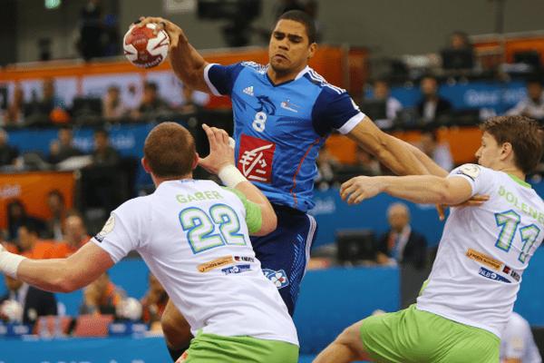 Le handballeur réunionnais Daniel Narcisse face aux Slovènes