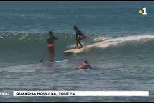 Forte houle côte est de Tahiti en perspective