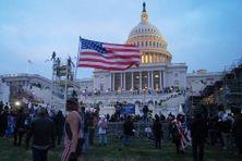 Des supporters de Donald Trump devant le Capitol le 6 janvier 2021.