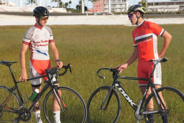 Rayann Lacheny et Hugo Pommelet à l'entraînement, sur le vélodrome de Magenta.