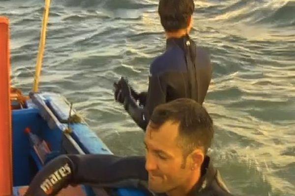 Pêcheurs près du bateau
