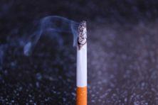 Cigarette fumante.