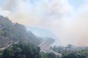 Incendie dans la Savane de Plateau-Caillou: des habitations menacées et des difficultés de circulation en raison des fumées