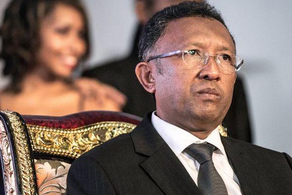 Le président malgache, Hery Rajaonarimanpianina, fait face à un vote de destitution à l'Assemblée nationale.