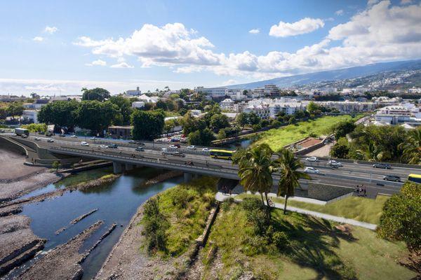 Construction du Nouveau Pont sur la Rivière Saint-Denis