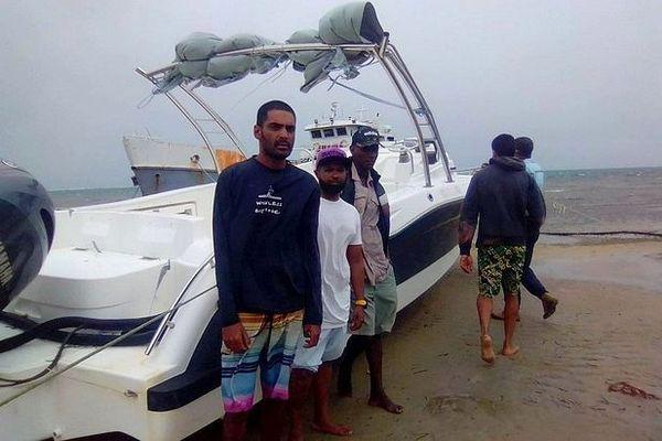 Les cousins sont sains et saufs à Madagascar