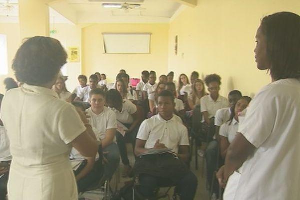 cancer : collégiens en visite hopital Clarac