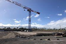 Une immense grue visible de loin : le lancement du chantier du nouveau multiplexe de la Holding Ethève  était attendu de longue date.
