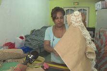 Christine Jozon avec un élément de sa robe de mariée