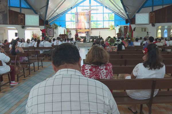 pentecôte église mahina
