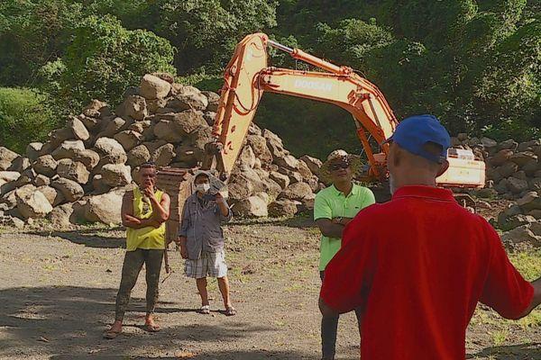 Extraction sauvages, le fiu des habitants de Mahaena