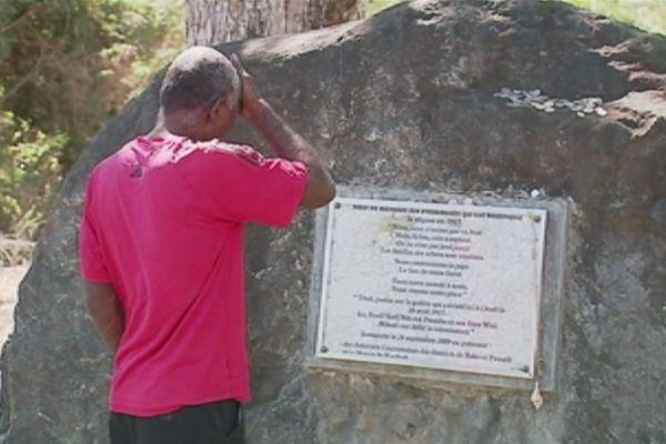 Révolte 1917 stèle de Tiamou près du lieu d'assassinat du chef Noël