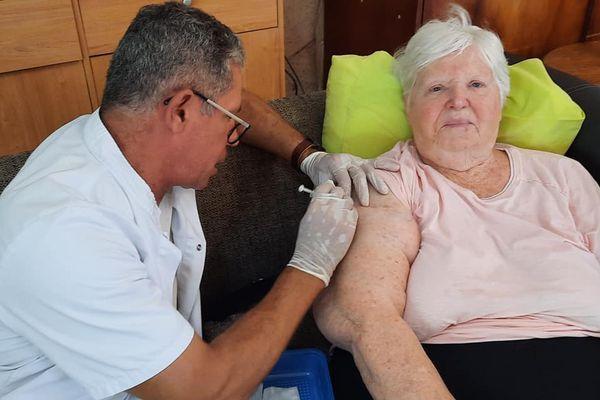 vaccination maison de retraite la foa