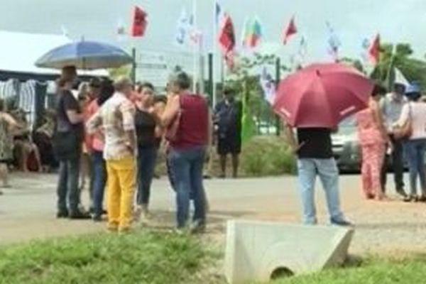 Les enseignant mobilisés devant le Rectorat