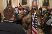 Des militants pro-Trump pénétrant dans le Capitole à Washington le 6 janvier 2021