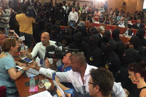 La ministre Ségolène Royal face aux 500 frères cagoulés à la CTG