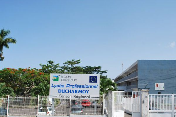 Lycée Ducharmoy