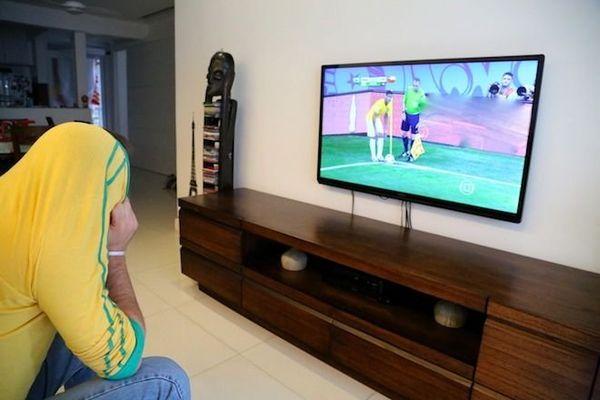 Supporter devant la télé