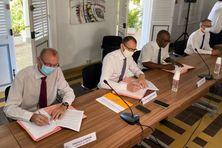 Les signataires du COROM sont Stéphane Hamon, adjoint du DRFIP, Alexandre Rochatte, préfet de la Guadeloupe et Harry Durimel, maire de Pointe-à-Pitre (30/09/2021)