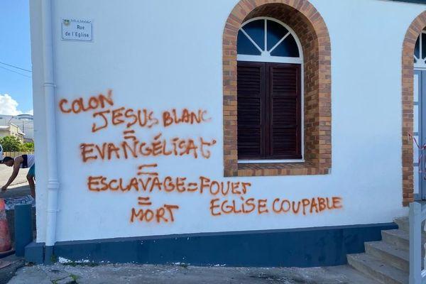 L'église de Schoelcher vandalisée par des tags christianophobes et racistes