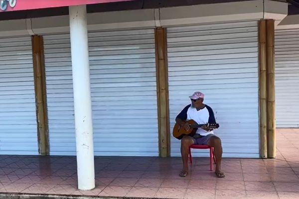 """Sans touristes, """"c'est la catastrophe"""" à Bora Bora"""