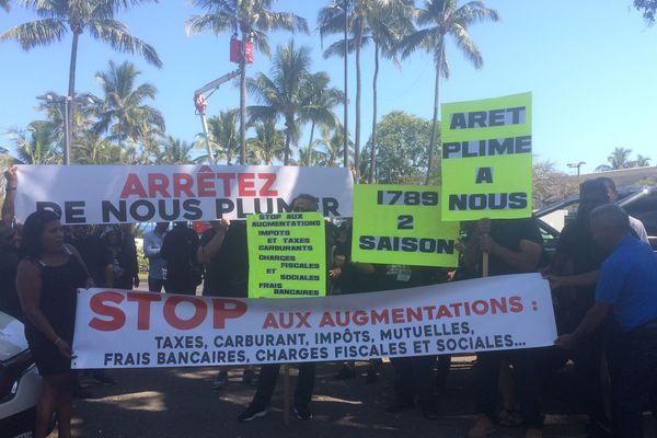 Manifestation devant la préfecture
