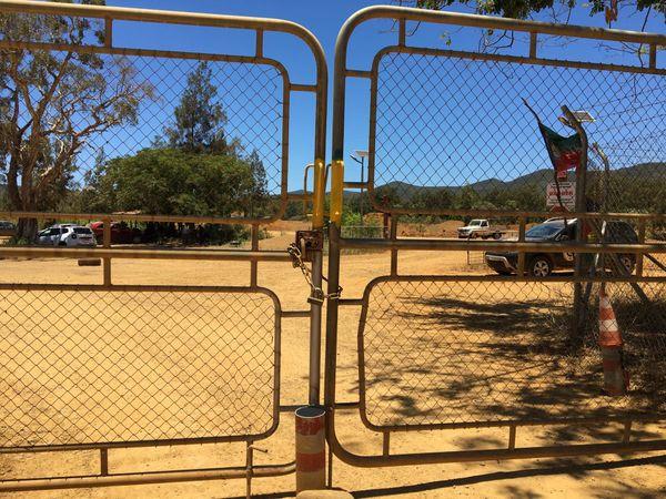 Dossier usine du Sud : blocage des installations minières de la SLN à Poya, Népoui.