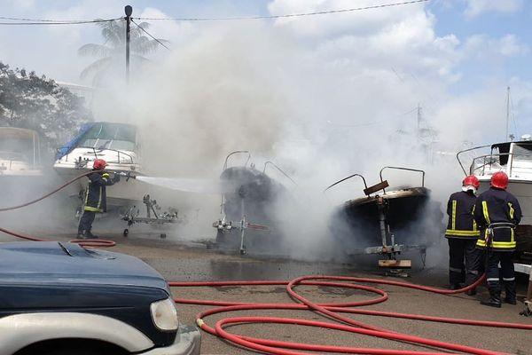 Incendie dans une marina