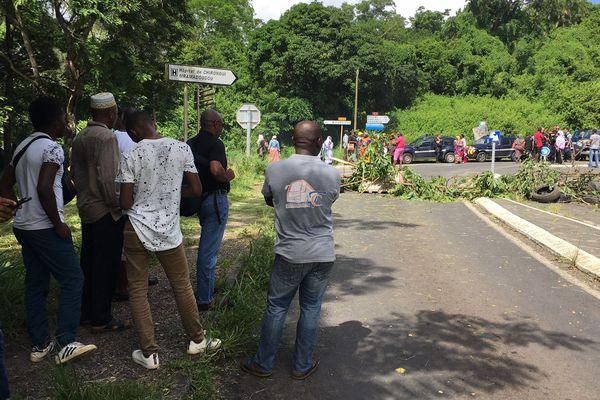 Le carrefour Ngwézy occupé depuis 5 heures du matin