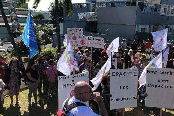 """Devant l'ARS, l'association Cosaladi dénonce """"l'opacité sur le diabète à La Réunion""""."""