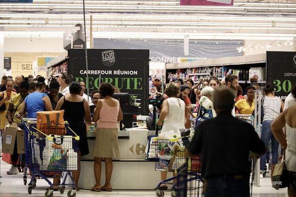 Pour lutter contre le coronavrius, des supermarchés réservent des horaires aux personnes à risques.